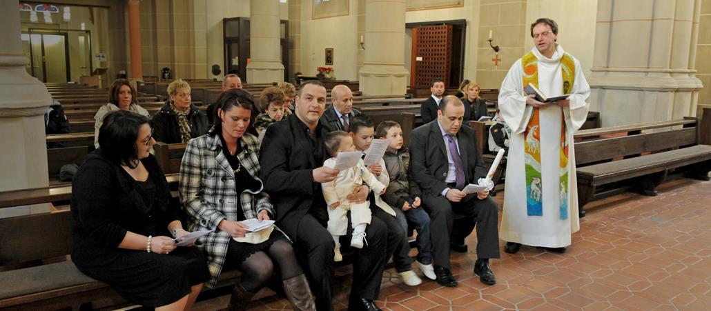 Die Taufe Das Sollten Sie Wissen Katholischde