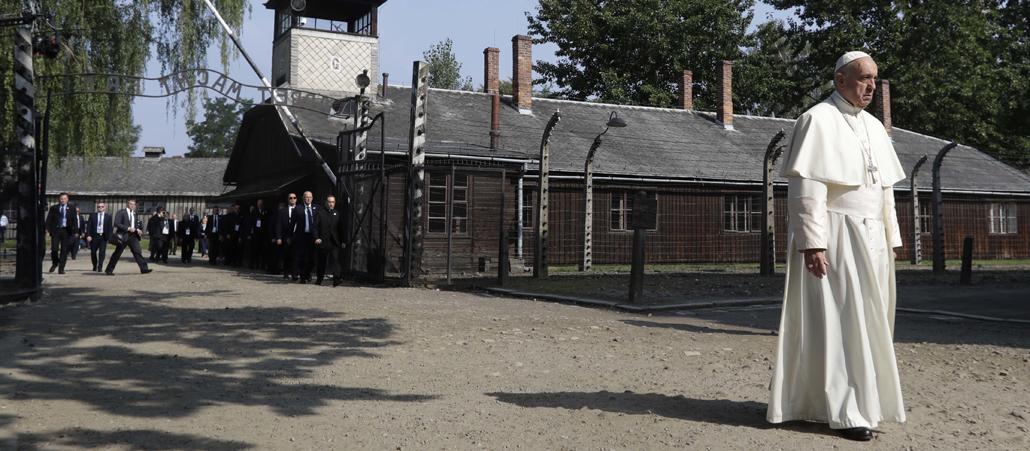 Papst Holocaust Gedenktag Ist Wichtig Katholischde