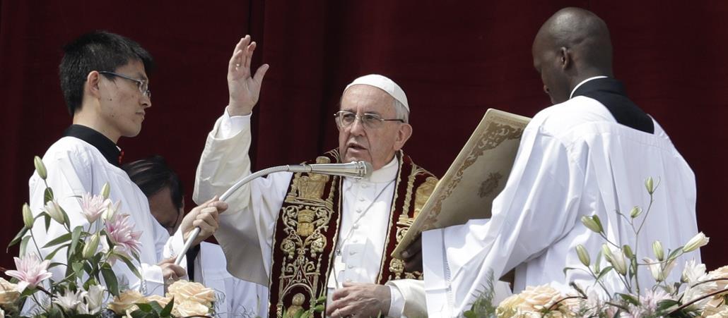 """Papst Franziskus erteilt den traditionellen Segen """"Urbi et Orbi"""" an Ostern 2017"""
