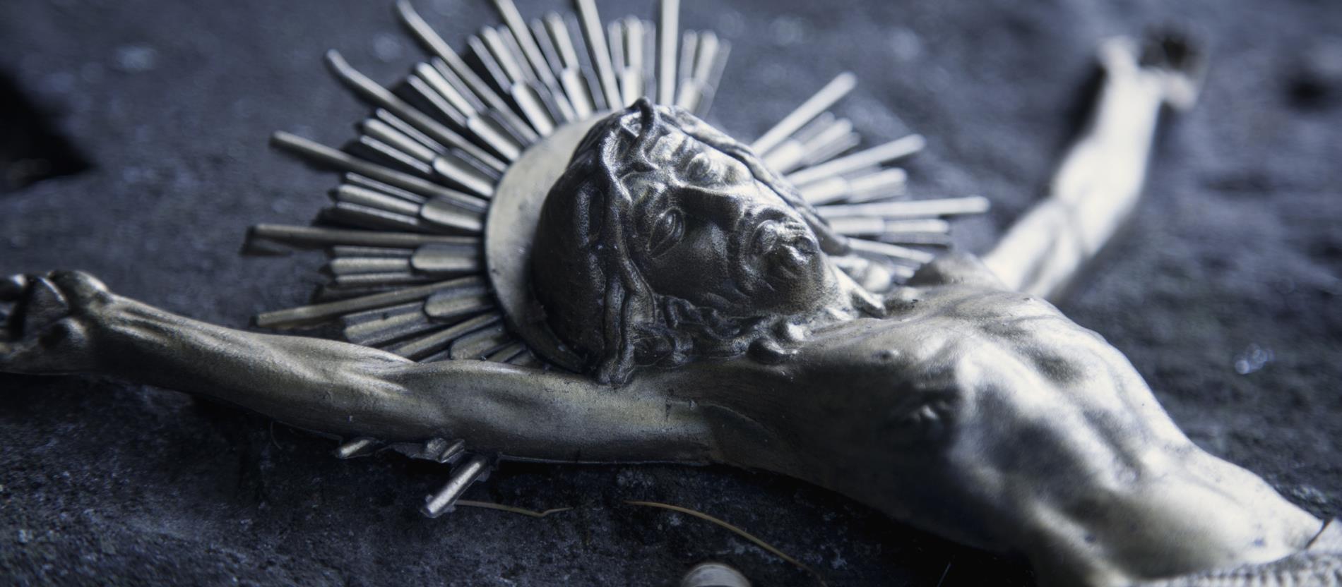 Karfreitag: Christus stirbt am Kreuz