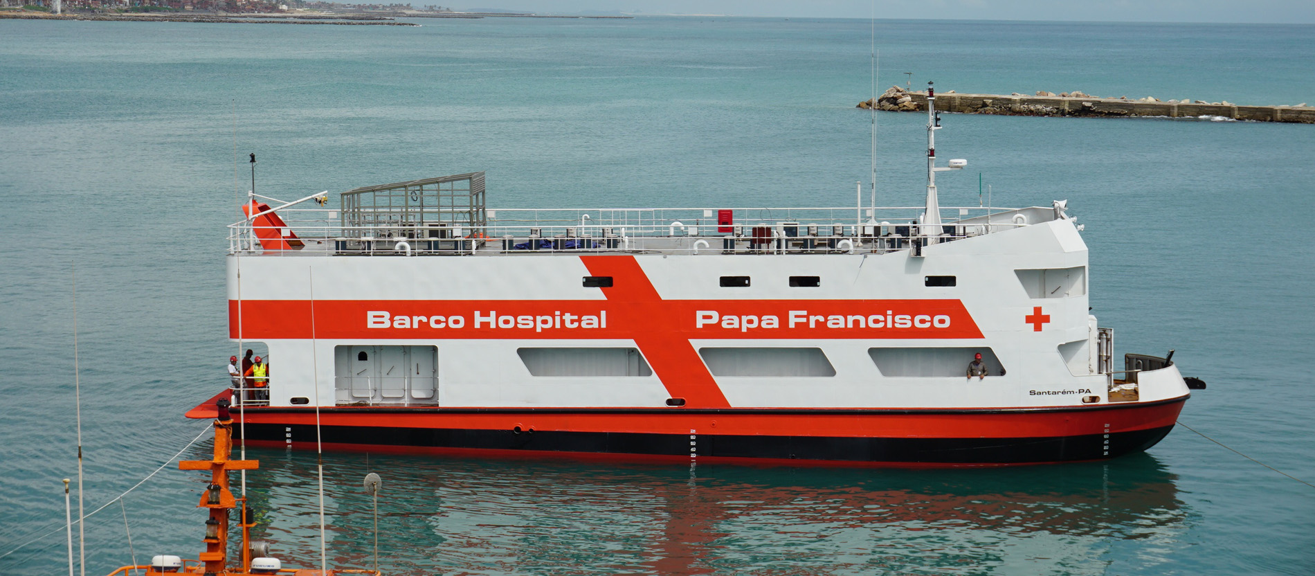"Das ""Barco Hospital Papa Francisco"""