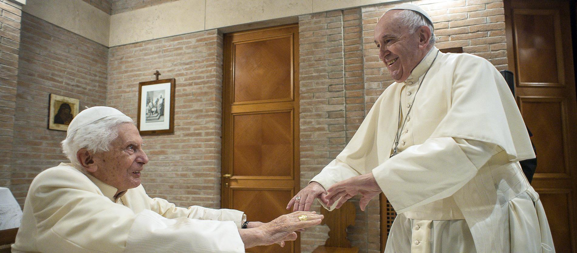 Neue Kardinäle und Papst statten Benedikt XVI. Besuch...