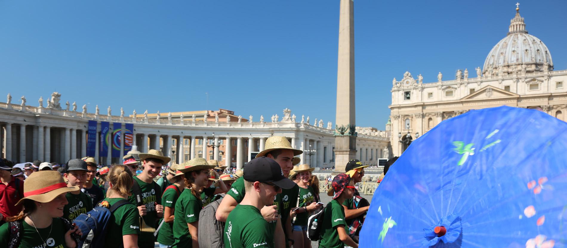 Ein Papst mit Sonnenbrille und eine spontane Firmung