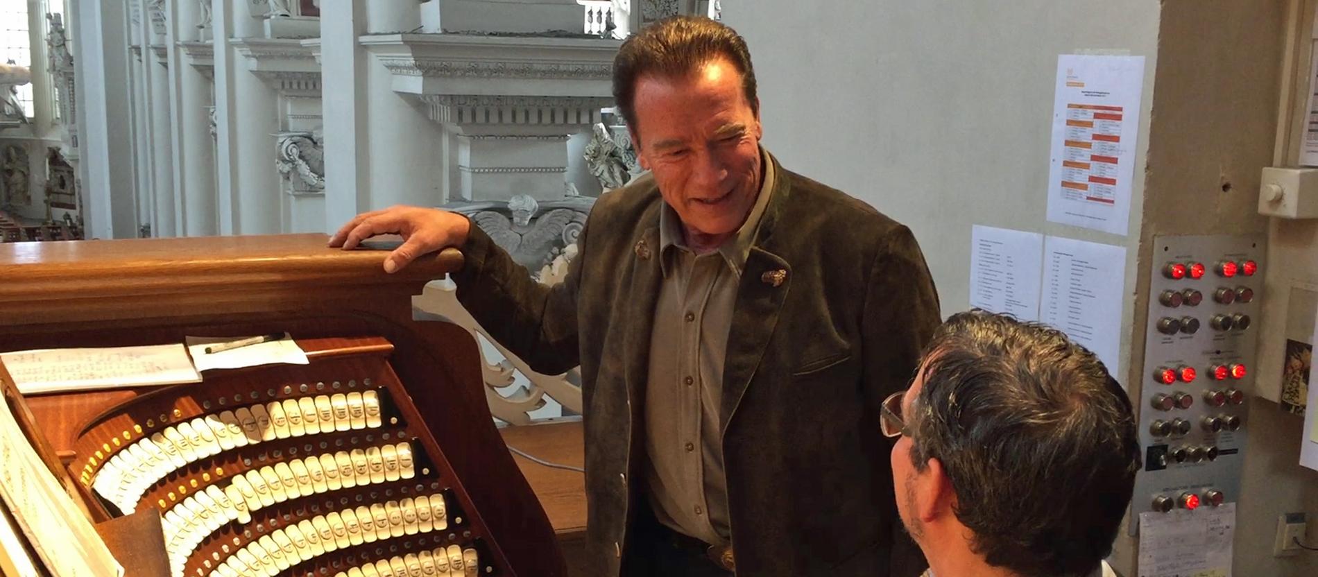 Arnie Spielt Auf Passauer Domorgel Katholischde